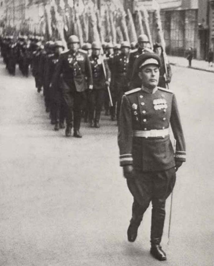 8. Брежнев на первом Параде Победы в 1945 году жизнь, исторические фото, история, прошлое, фото