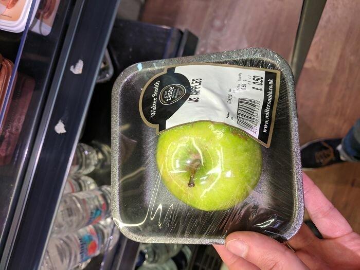 6. Упаковка для одного яблока?! А потом все кричат о том, как замусорили планету! бесит, бытовые мелочи, достало, жизненные ситуации, жизненные трудности, раздражает, раздражающие вещи, юмор