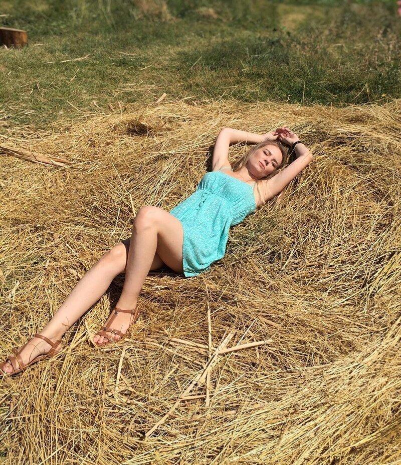5. Instagram, девушки, красота, природа, сеновал