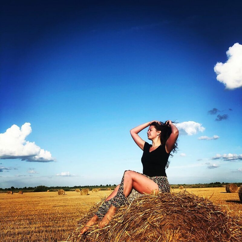 2. Instagram, девушки, красота, природа, сеновал