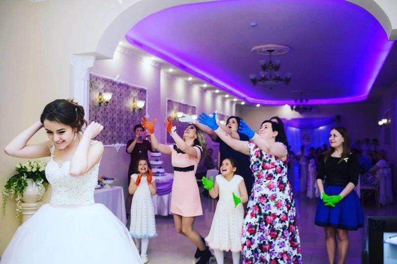 10. На свадьбах за букеты идет настоящая война когда за 30, незамужняя, одинокие девушки, очень хочет замуж, фото из соцсетей