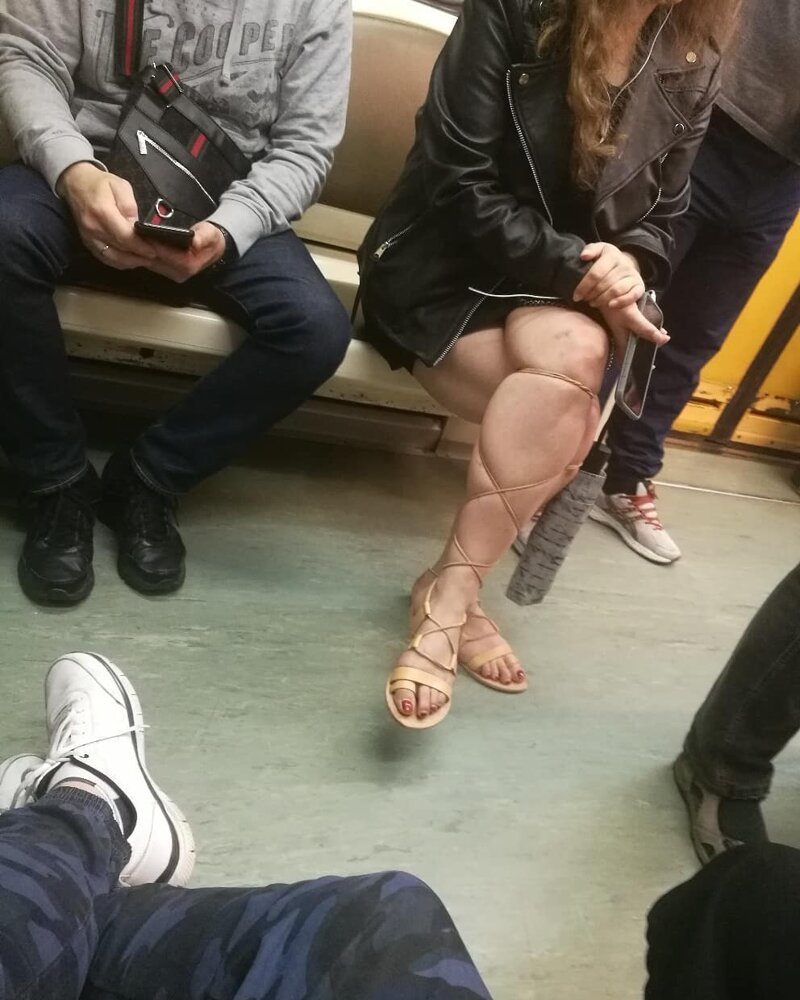 15. Так крепко затянула, что аж колени посинели идиоты, метро, московское метро, питерское метро, подземка, прикол, фрики из подземки