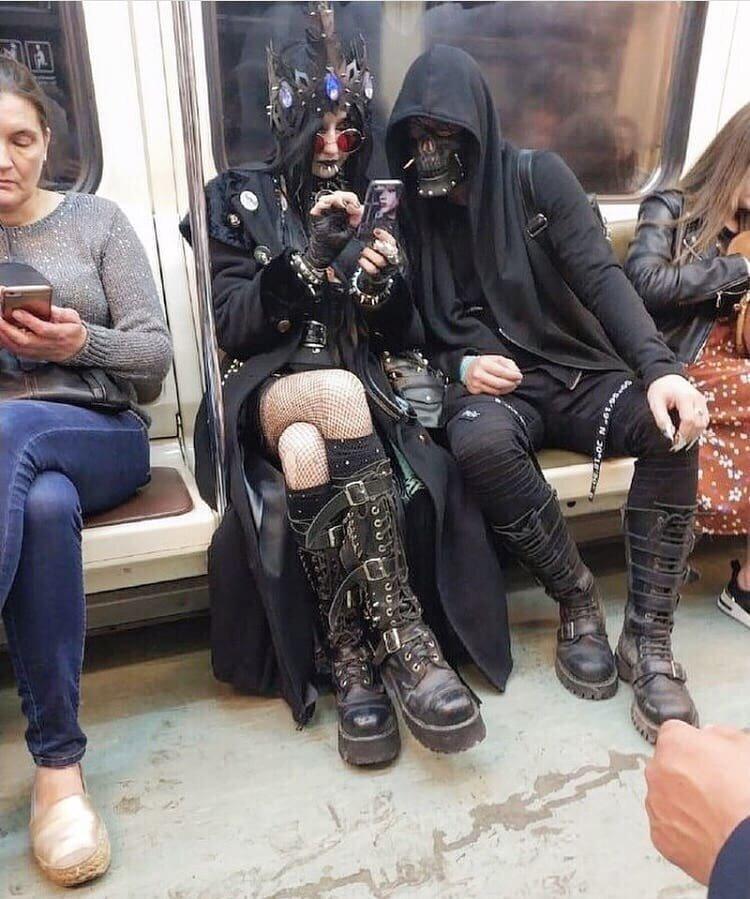 17. Подземка - самое место для нечисти идиоты, метро, московское метро, питерское метро, подземка, прикол, фрики из подземки