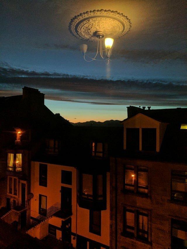 11. «Из-за отражения в окне кажется, что люстра повисла в небе» обман зрения, фото, фотография