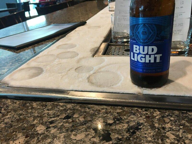 Столешница со льдом, которая постоянно охлаждает ваш напиток