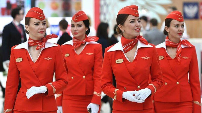 """19. """"Лучшее в работе стюардессой - нам буквально платят за путешествия по миру!"""""""