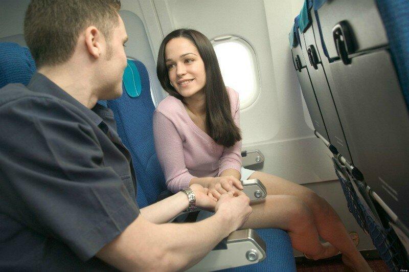 """2. """"Мы всегда замечаем, когда двое пассажиров заходят в туалет вместе. Это случается не так часто, но все же бывает"""""""