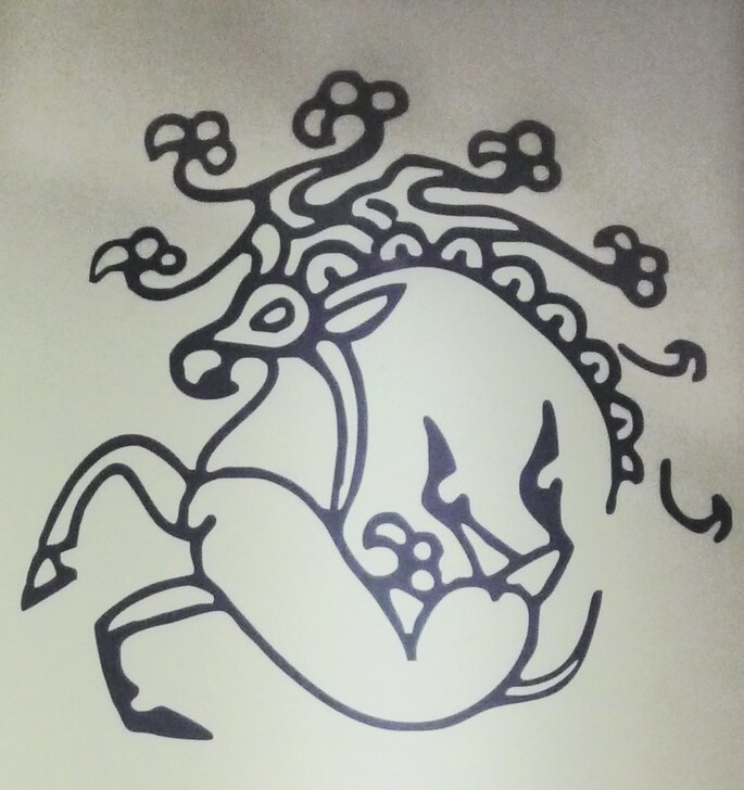 Татуировка воительницы: олень с клювом грифона и рогами козерога — сакральный алтайский символ